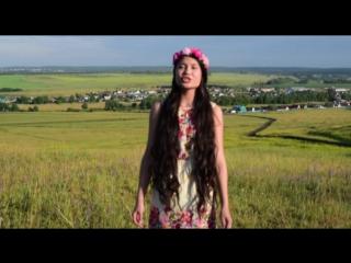 Песню исполняет Гульназ Фазлиахметова