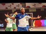 Роналдиньо забил 5 голов в Индии, играя в мини футбол.