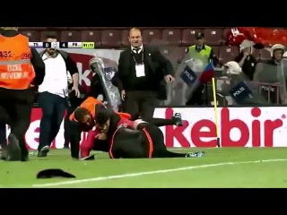 OMG Trabzonspor fan has attacked a referee at the match against Fenerbahce