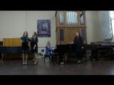 Концерт в музыкальной школе 2016.Поём нашу традиционную для фортепианного отделения заключительную песню Криса Кельми ,,Замык