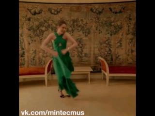 Девушка безумно танцует под минимал техно minimal techno dance music 2017 2016 новинки кино ногано браза бро клип видео музыка в