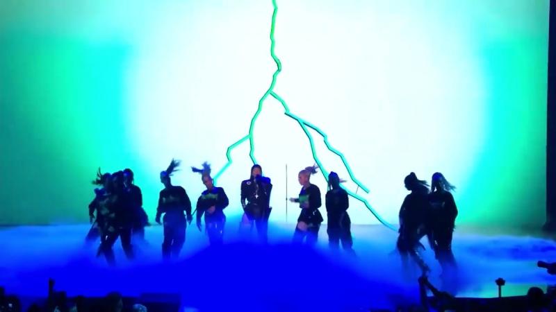 Rihanna's MTV Video Music Awards remixed by Sam Rolfes » Freewka.com - Смотреть онлайн в хорощем качестве