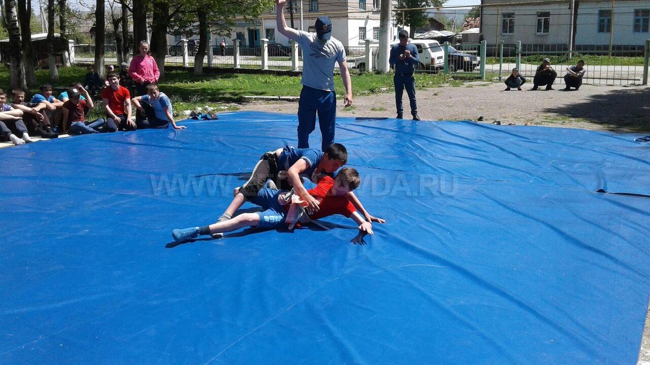 В селе Даусуз прошло первенство по национальной борьбе на поясах