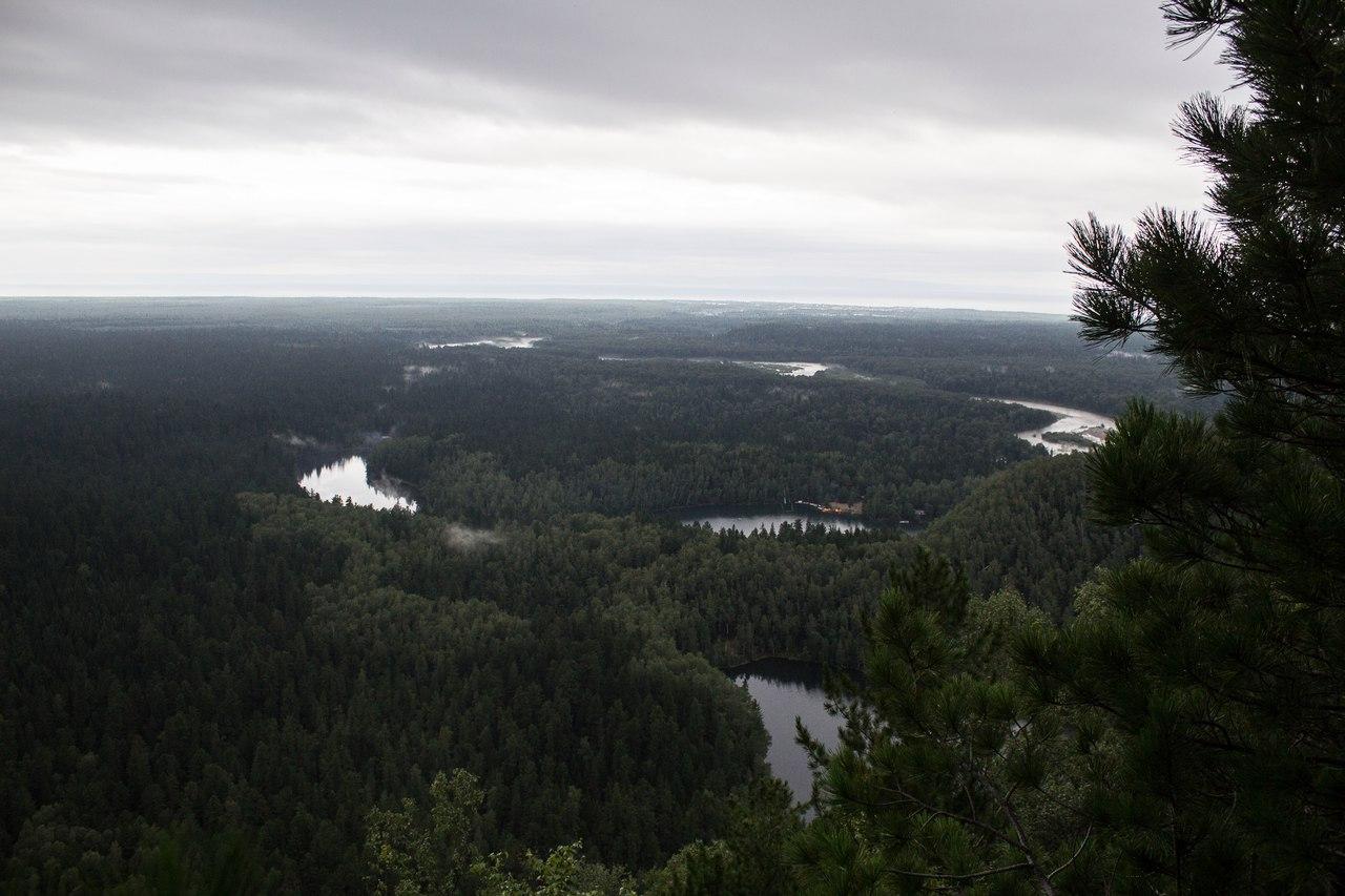 Вид с вершины горы. На горизонте Байкал