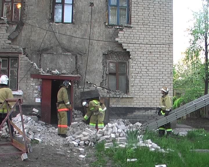 В Лотиково спасатели ликвидировали угрозу обрушения двухэтажного дома (ФОТО)
