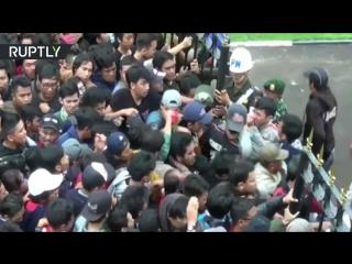 Футбольные фанаты пострадали в давке за билетами