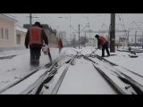 Вчора вдень та цієї ночі 8 тис. залізничників і 24 снігоприбиральні машини очищали об'єкти залізниці від снігу.
