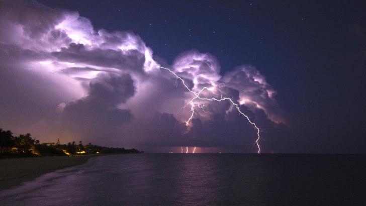 МЧС объявило штормовое предупреждение. Ожидаются ливни, гроза, град и шквалистый ветер