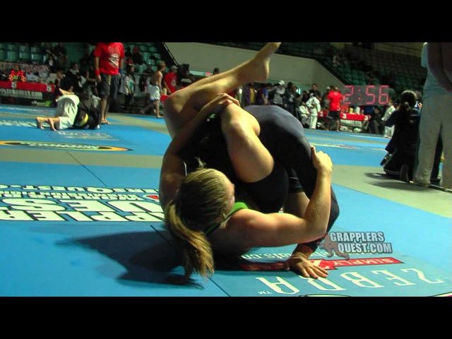 Girl Triangles Boy Amanda Leve vs Justin O'Connor at Grapplers Quest No Gi BJJ Grappling