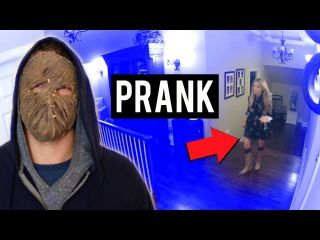 Halloween Scare Prank on My Twin Sister (Gone Wrong)