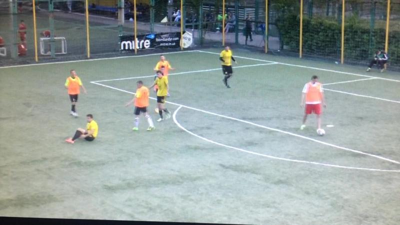 Футбол должен быть жестким игра в мяч а он желтую лепит