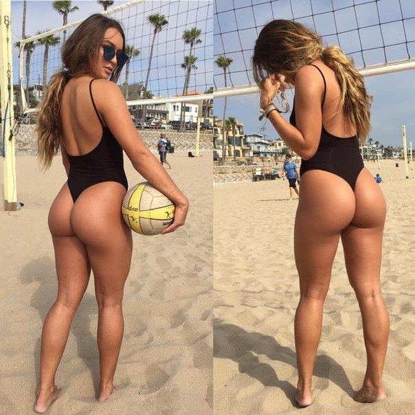 Hbsche Beute Frau nackt am Strand