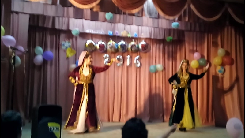 Наши красавицы Реяна Умерова и Елена Пшеничная танцуют танец Тым-Тым
