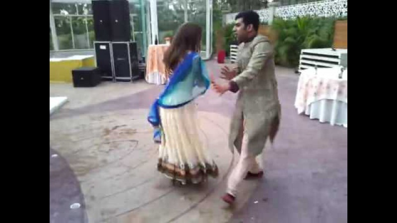 Punjabi Bhangra dance on Mundiya Bach ke Rahi (Indian-Russian Couple)