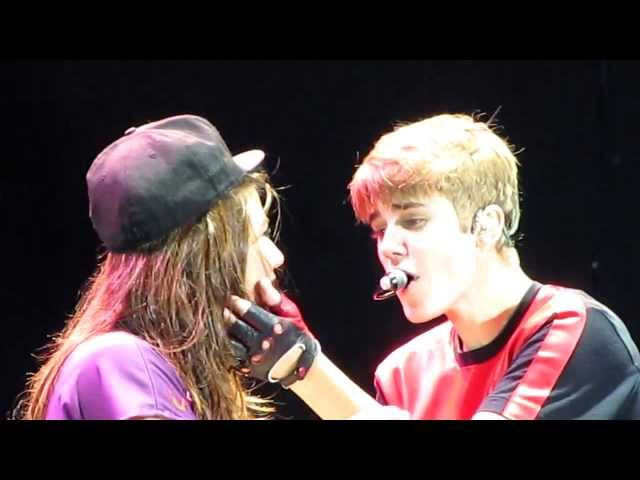 Justin Bieber - One less lonely girl (OLLG) @River Plate Stadium 1210 HD (Desde FILA 2) LIVE