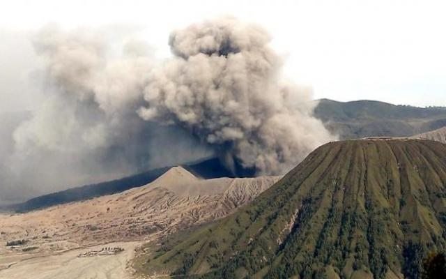 bromo, volcano, eruption, july 2016, pictures