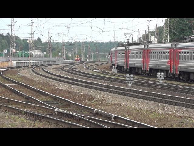 Электропоезд ЭД4М 0357 заходит на станцию Бужаниново