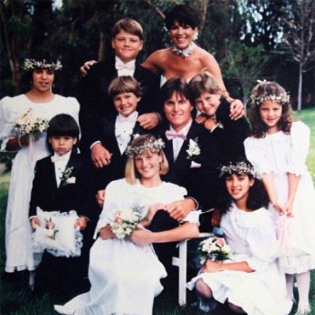 xSc04eByu k - История семьи Кардашян в свадьбах