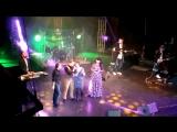 я пою на сцене с Ярославом Сумишевским,19 октября дк Салдатова,другой ракурс))