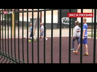Василий Березуцкий сыграл в футбол с сыном и соседскими детьми во дворе