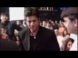 Aishwarya rai presenting award best actor to Shahrukh khan