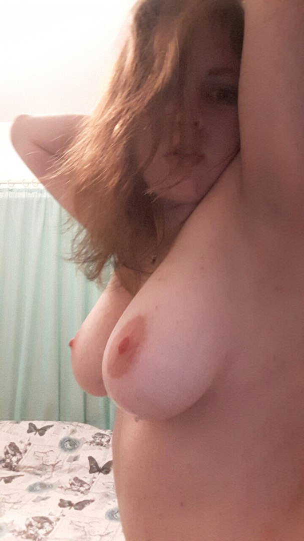 Mama shows tits in darksome chap