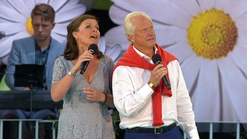 Lotta Engberg and Loa Falkman The Prayer Lotta På Liseberg 18 07 2016