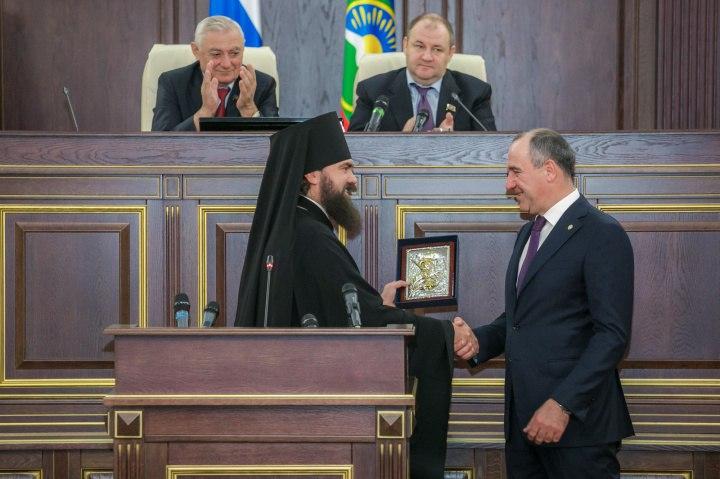 Главой Карачаево-Черкесии избран Рашид Темрезов