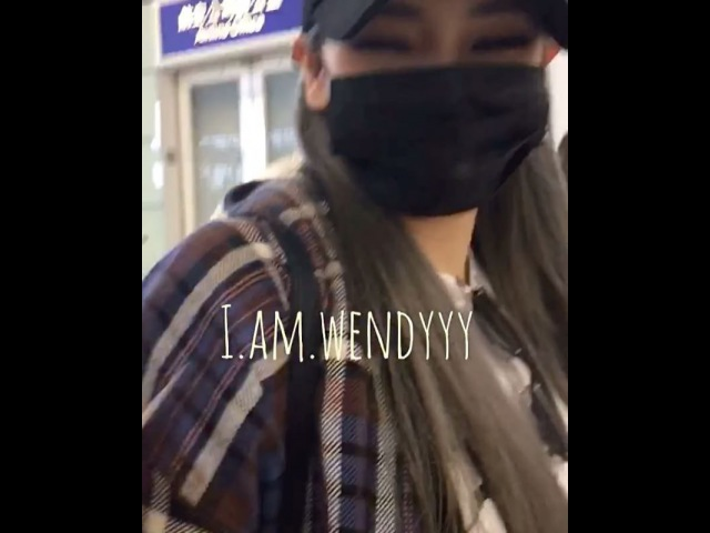 161009 CL в аэропорту Гонконга, летит обратно в Корею