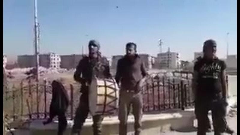 Сирийская армия внутри Аль-Хайдария Площадь Это наша свобода, музыка .. реальность