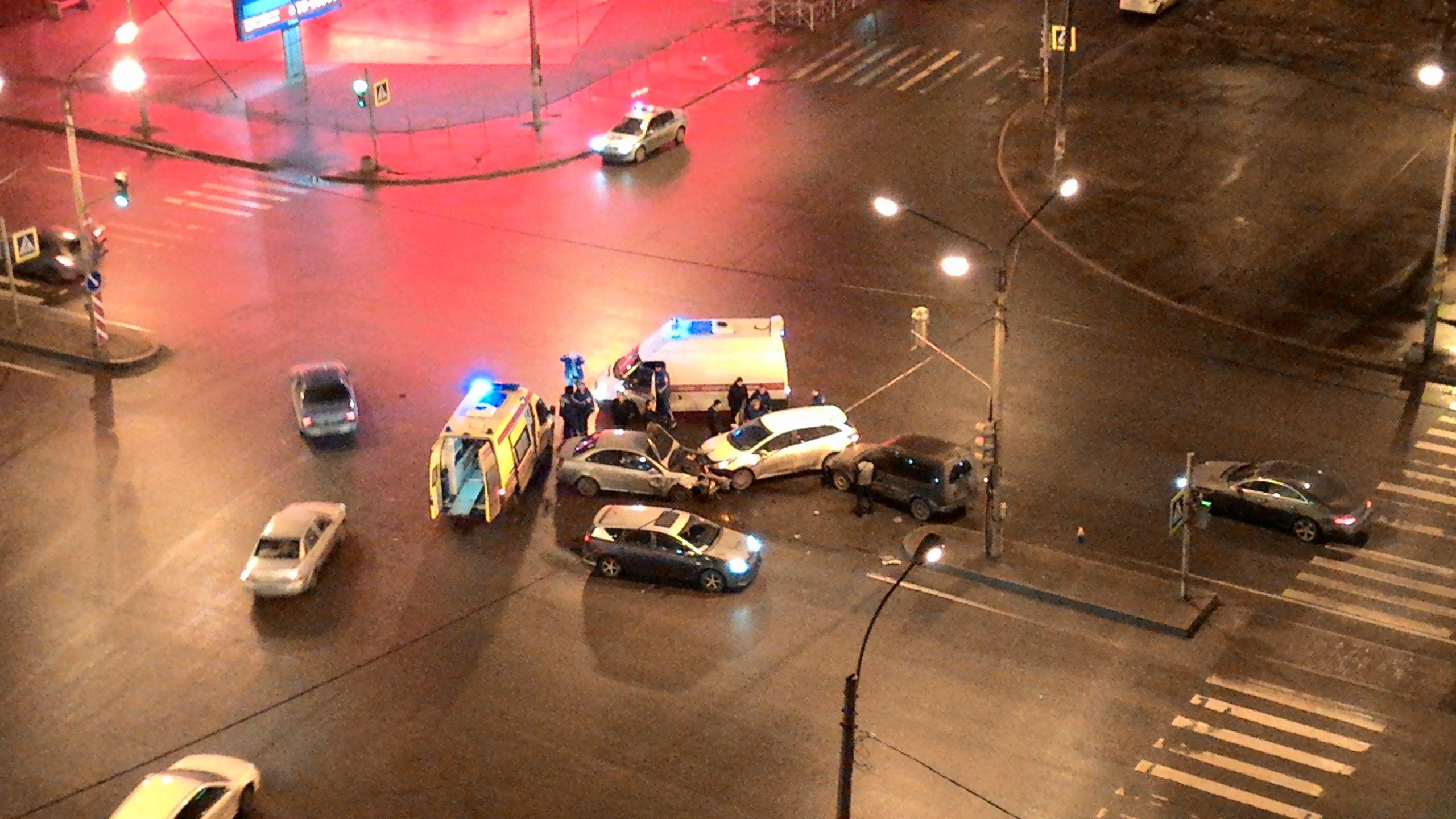 ВПитере наДунайском проспекте столкнулось 4 автомобиля