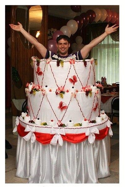 Бутафорского торта