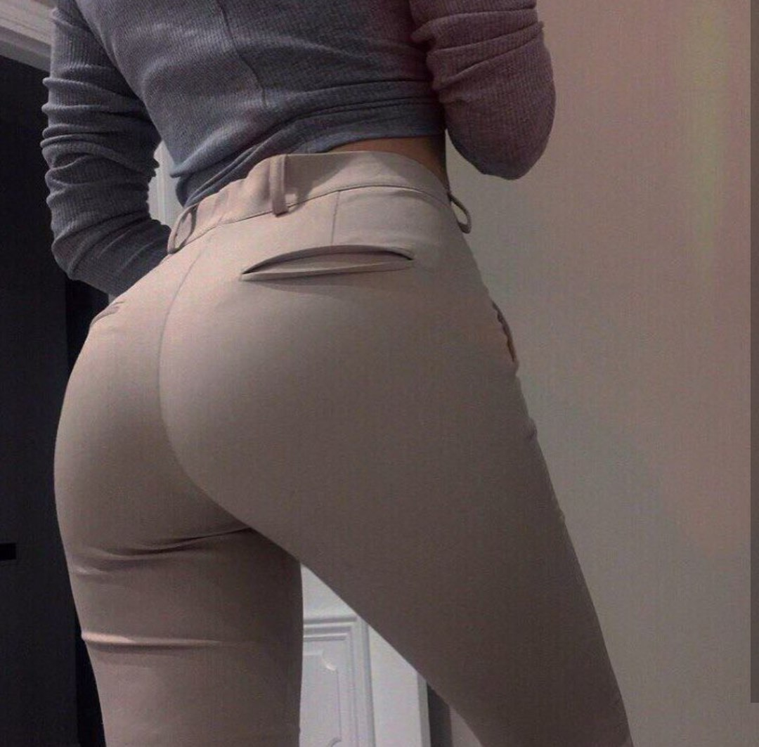 Omg biggest arse g string popping out