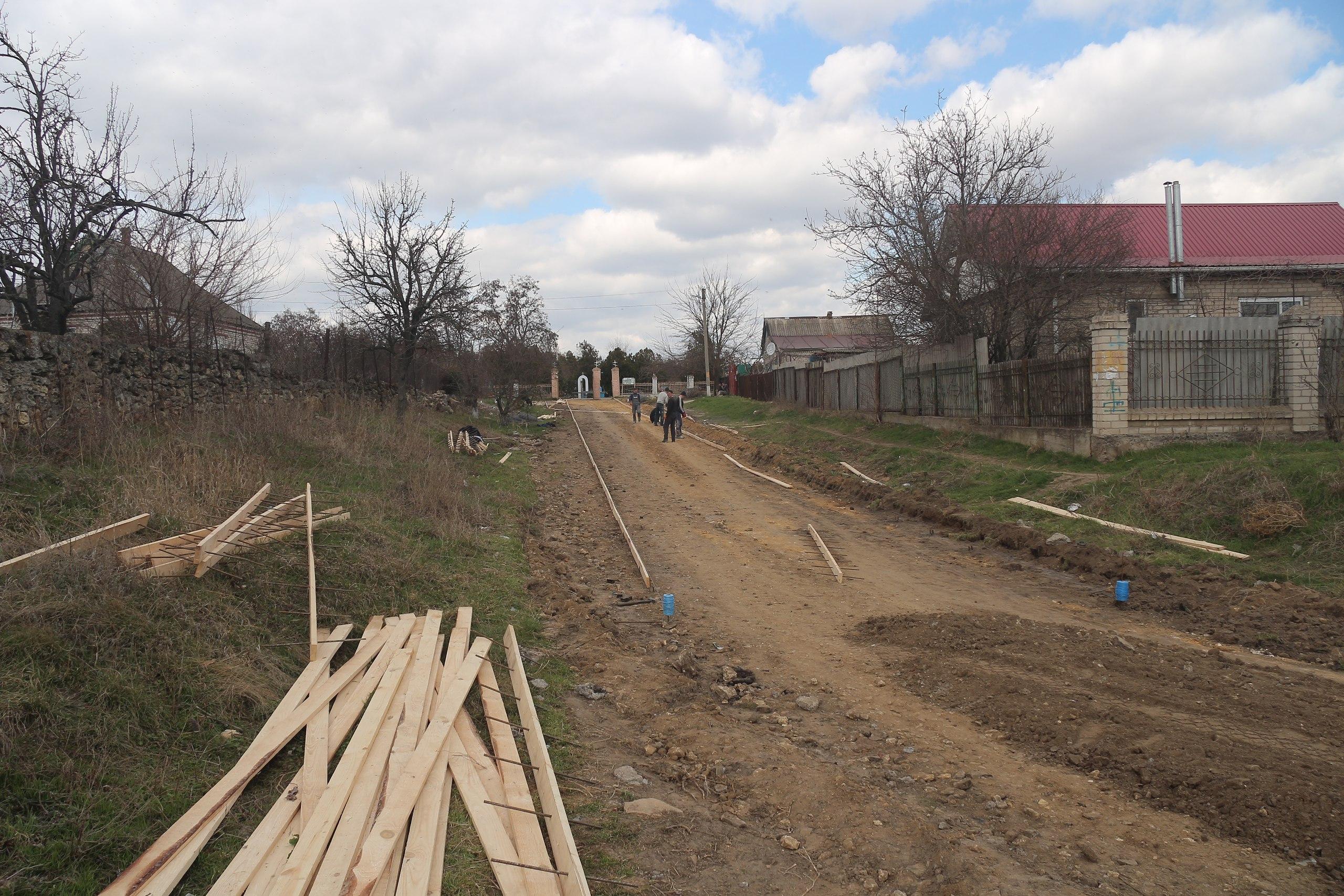 В Антоновке делают 1200 метров новой бетонной дороги