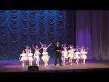 23 февраля 2017 года. На сцене Дмитрий Морозов в сопровождении вокального ансамбля