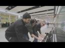 Зажигательное буги вуги на пианино в аэропорту
