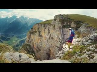 Бейсджампинг в горах Ингушетии, Джейрахский район. Прыжок совершает Валерий Розов.