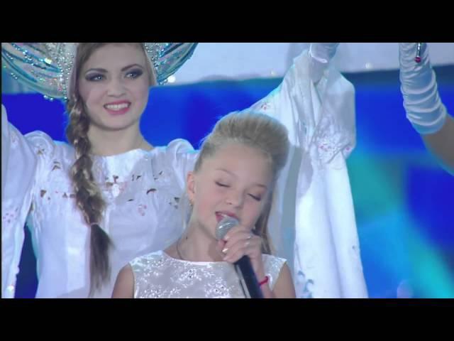 Виктория и Настя Петрик и ПЦ Эколь Снежинка Детская Песня Года 2015
