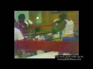 15-ти летний Майк Тайсон боксирует на турнире Золотые перчатки. Невероятно редкие кадры