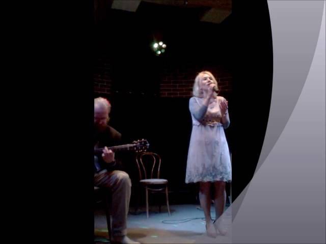 Песня Эта женщина в окне Музыка И. Шварц Слова Б.Окуджава исполняет Наталья Леонова