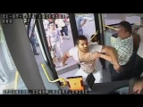 Драка нападение психа с ножом на водителя автобуса