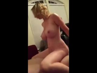 Порно видео жена и друг командировке фото 191-912
