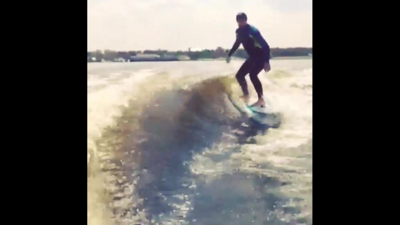 Сёрф на Москва Реке...готовимся к Downшифтеру. Surfing on the Moscow river...getting ready for the Downshifter (Soulless)