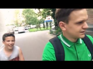 Школьники-хейтеры встретили Ларина на улице [vk.com/poshumime]