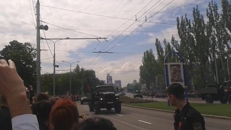 Понаехавшие добровольцы устроили шабаш в Донецке - донеччани масово обурюються парадом терористів у місті