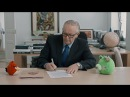 Peace on Piggy Island! Martti Ahtisaari negotiates truce between birds and pigs.