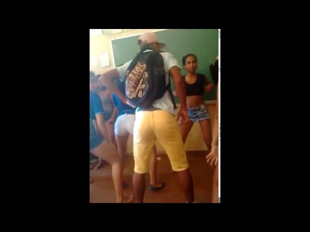 Baile funk em escola solar igarape