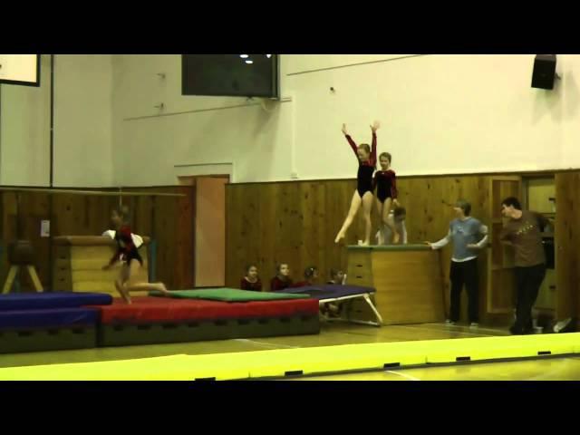 Мне 6 лет. С командой гимнасток на рождественском празднике