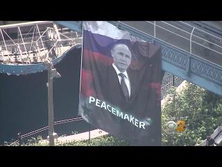 На мосту в Нью-Йорке вывесили баннер с портретом Путина и подписью «миротворец»