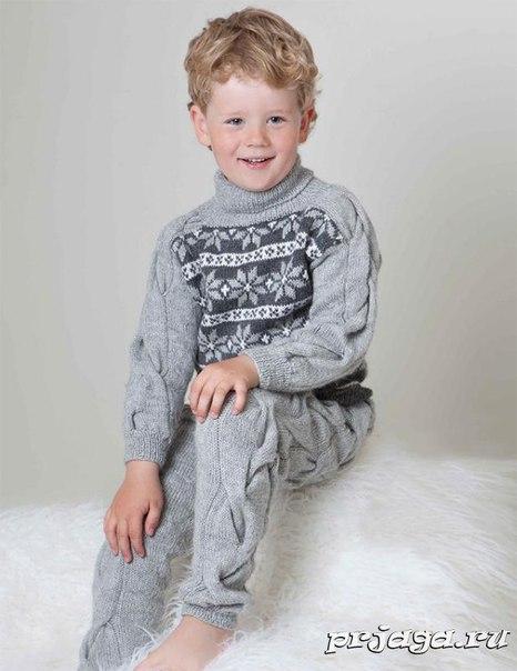 Свитер и штанишки спицами для мальчика
